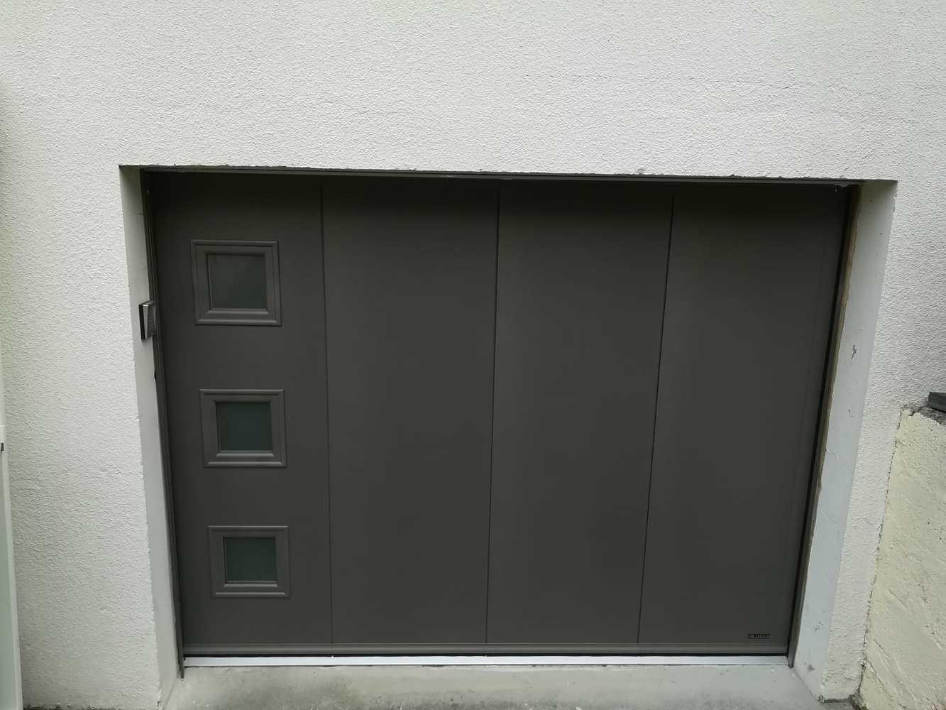 Installation d''une porte de garage latérale motorisée à Saint-Jouan-des-Guérets (35) 0