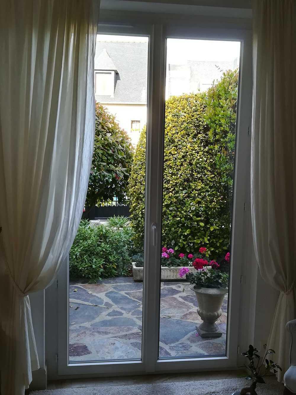 Pose d''une porte vitrée à Saint-Malo (35) fiche196portevitreeinterieure