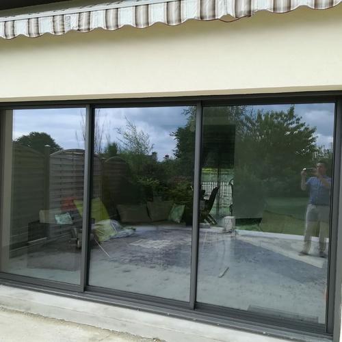 Construction : pose baie vitrée coulissante, baie fixe et fenêtre cintrées alu