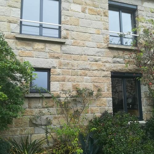 Fenêtres alu gris 2 vantaux et fenêtre fixe
