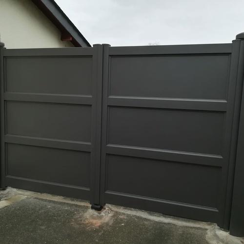 Installation d''un portail battant - portes pleines
