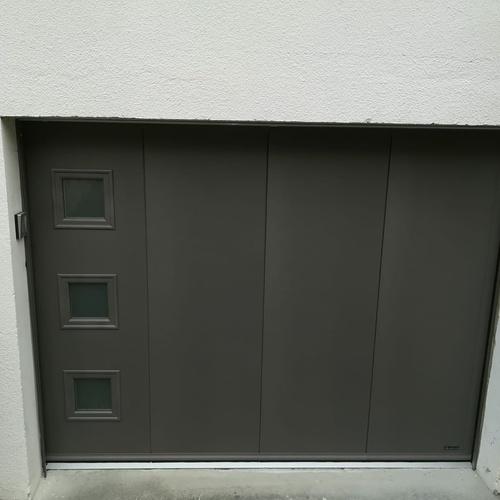 Installation d''une porte de garage latérale motorisée à Saint-Jouan-des-Guérets (35)