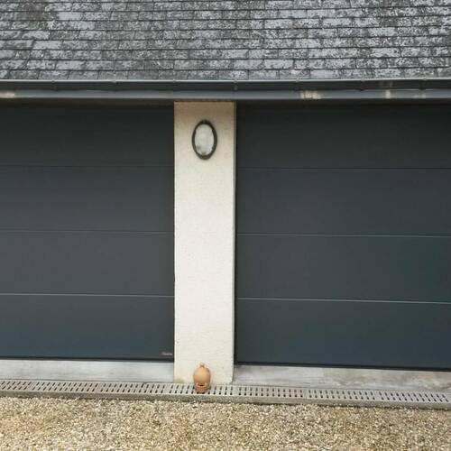 Pose deux portes de garage gris anthracite sectionnelles