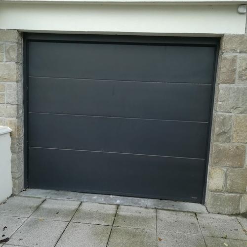 Pose d''une porte de garage gris anthracite à enroulement - Côtes-d''Armor (22)