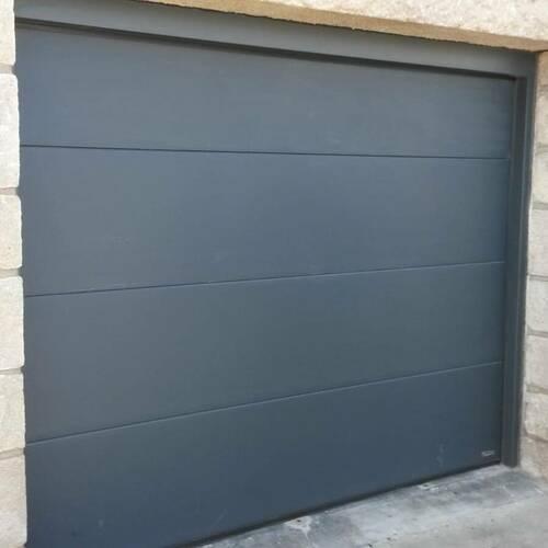 Pose d''une porte de garage gris anthracite motorisée