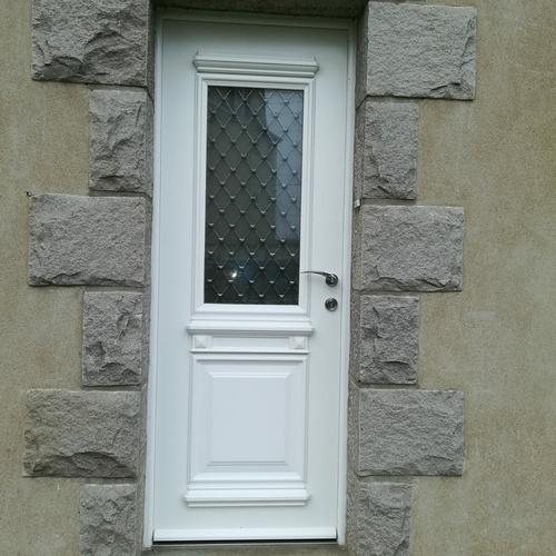 Rénovation porte d''entrée PVC avec vitrage à l''ancienne