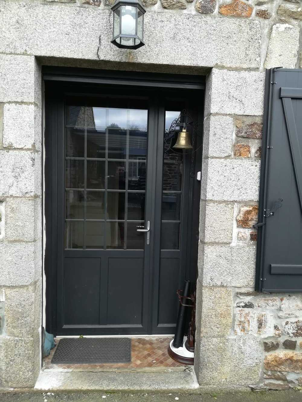 Porte d''entrée avec vitraux 0