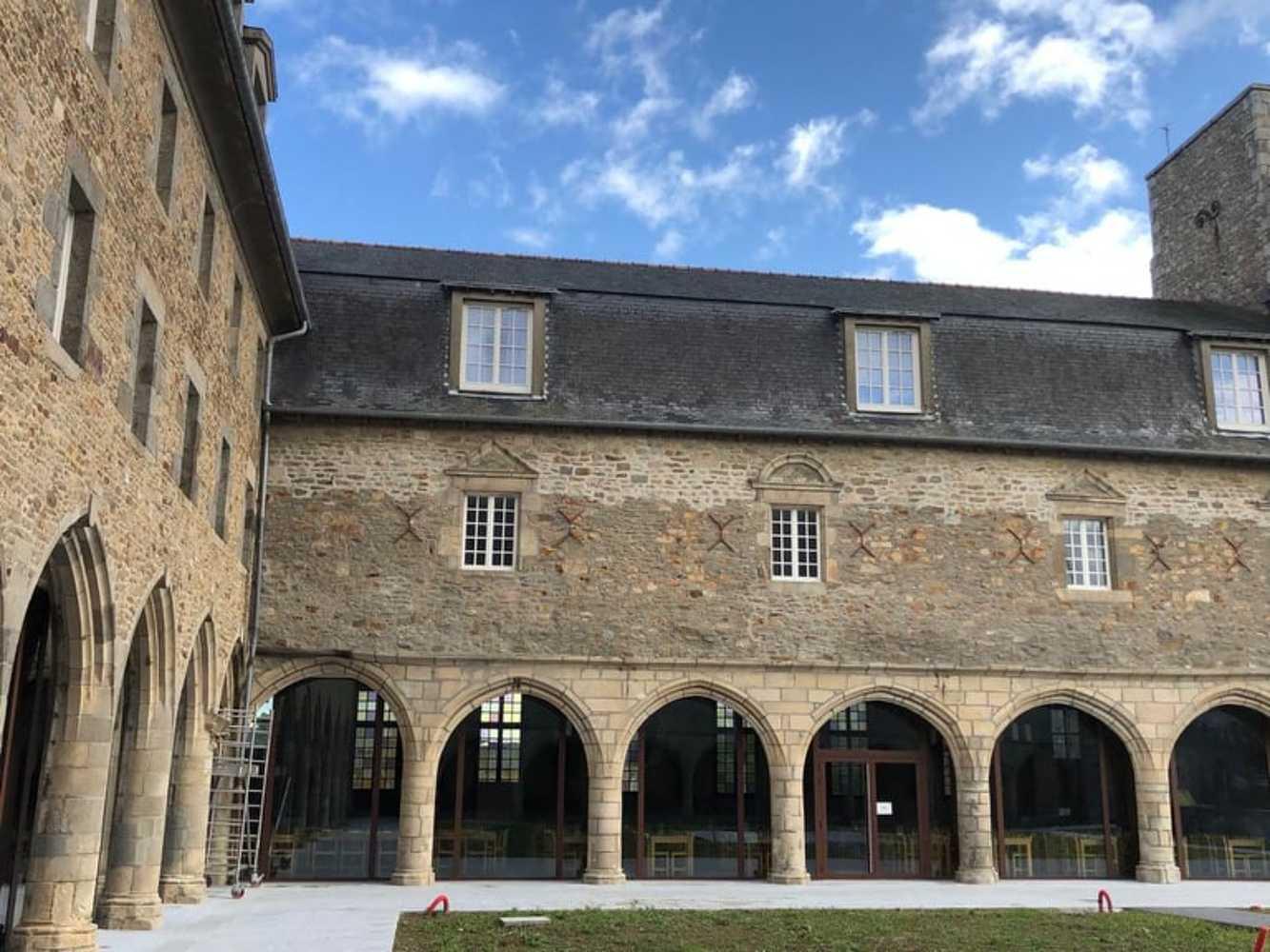 Portes et fenêtres en bois - Collège des Cordeliers - Dinan 0