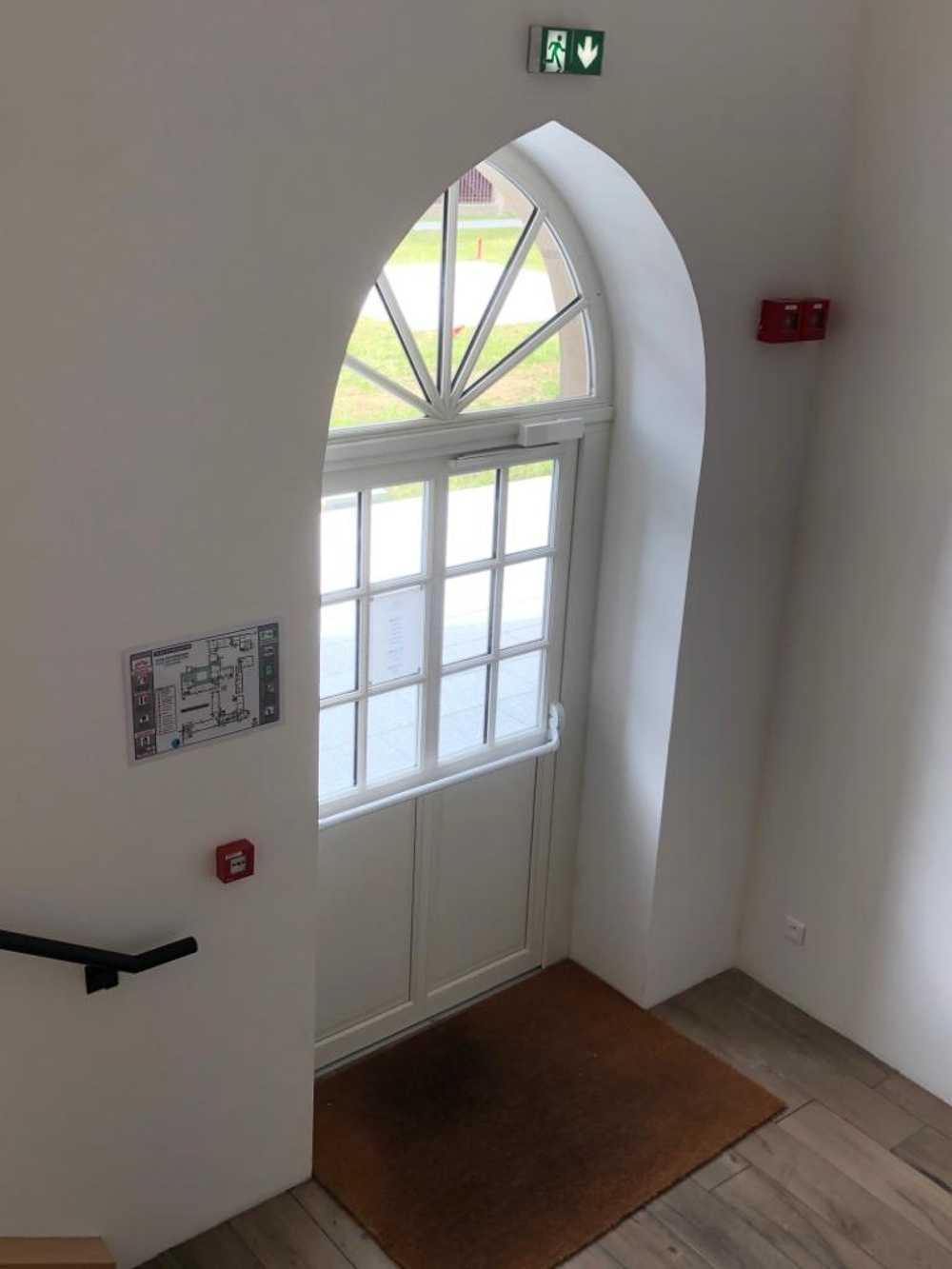 Fenêtre bois et porte d''entrée bois avec imposte fixe - Dinan -22 0