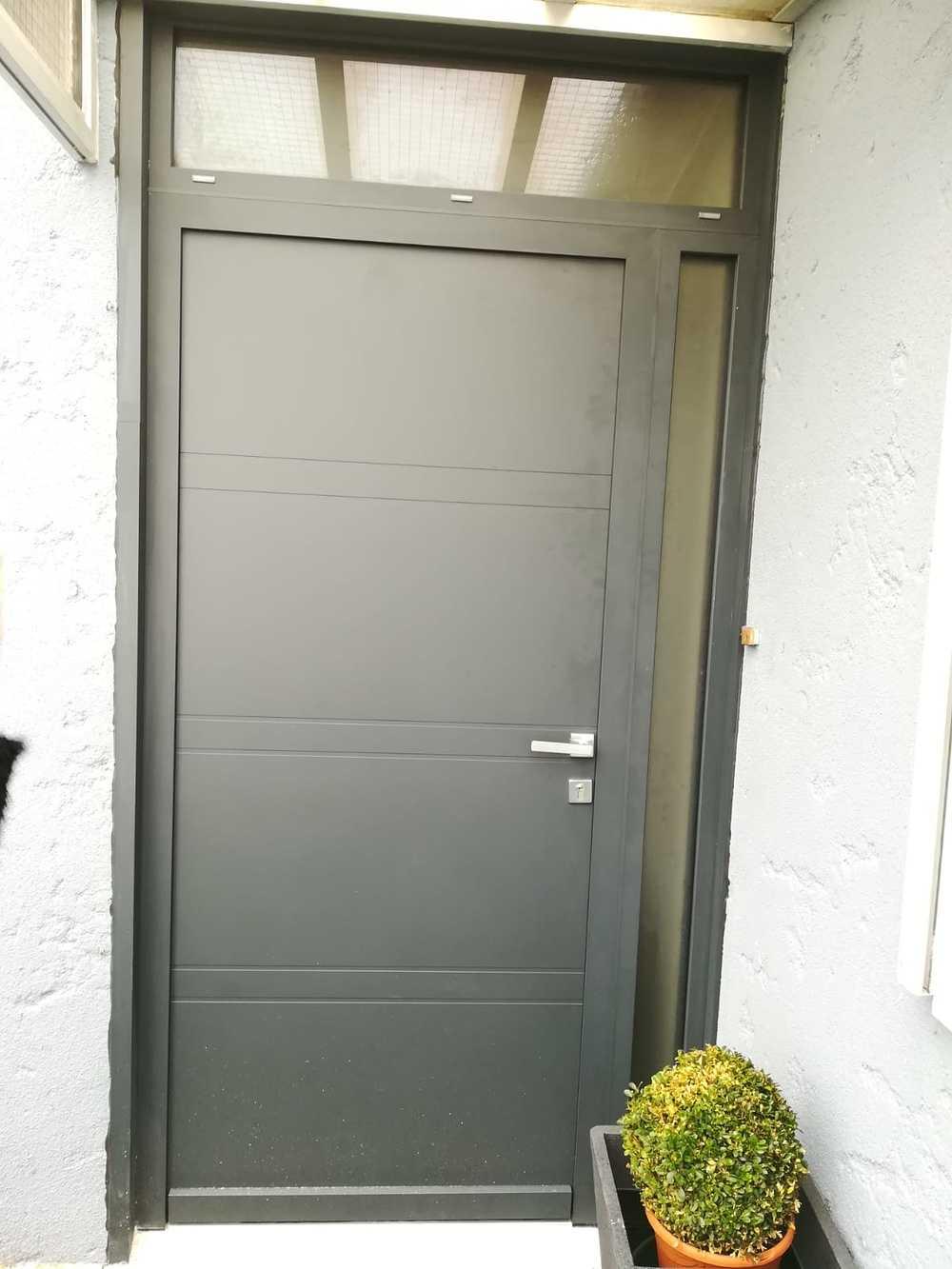 Pose d''une porte d''entrée à Pleslin-Trigavou (22) 0