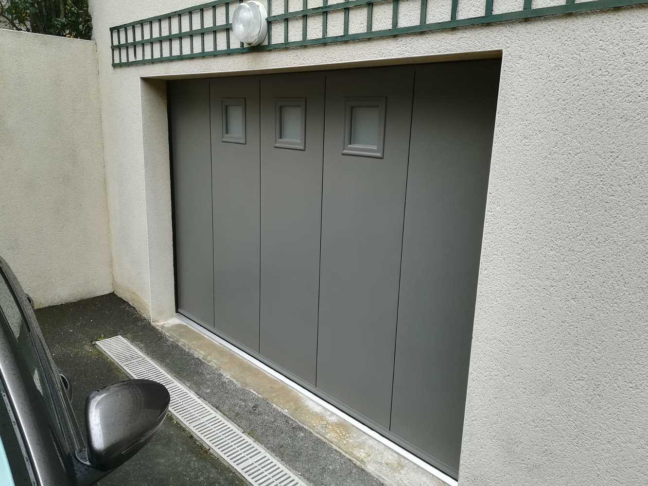 Installation d''une porte de garage battante gris anthracite - Ille-et-Vilaine (35) 0