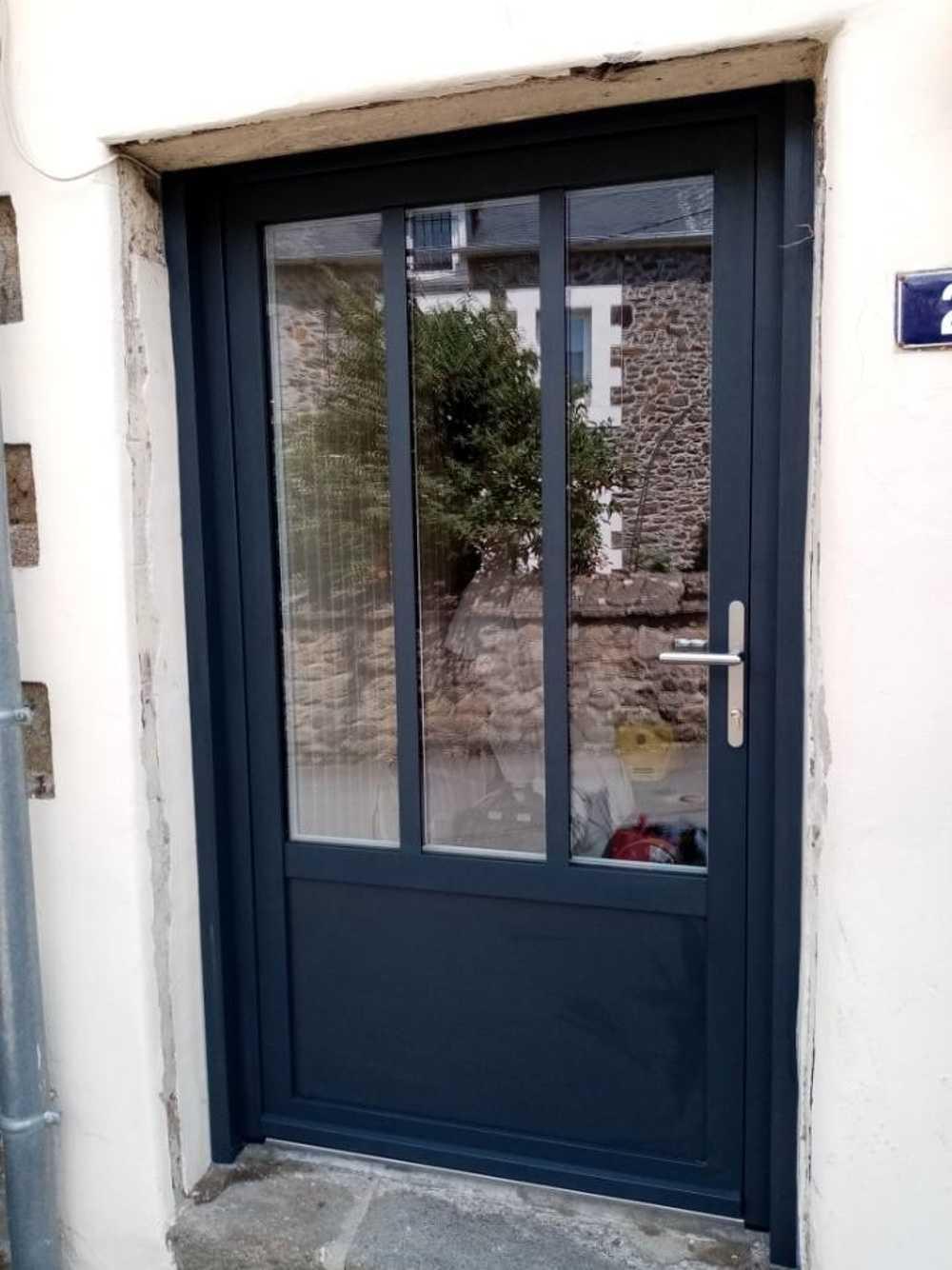 Rénovation porte d''entrée grand largeur avec vitrage à l''anicenne 0