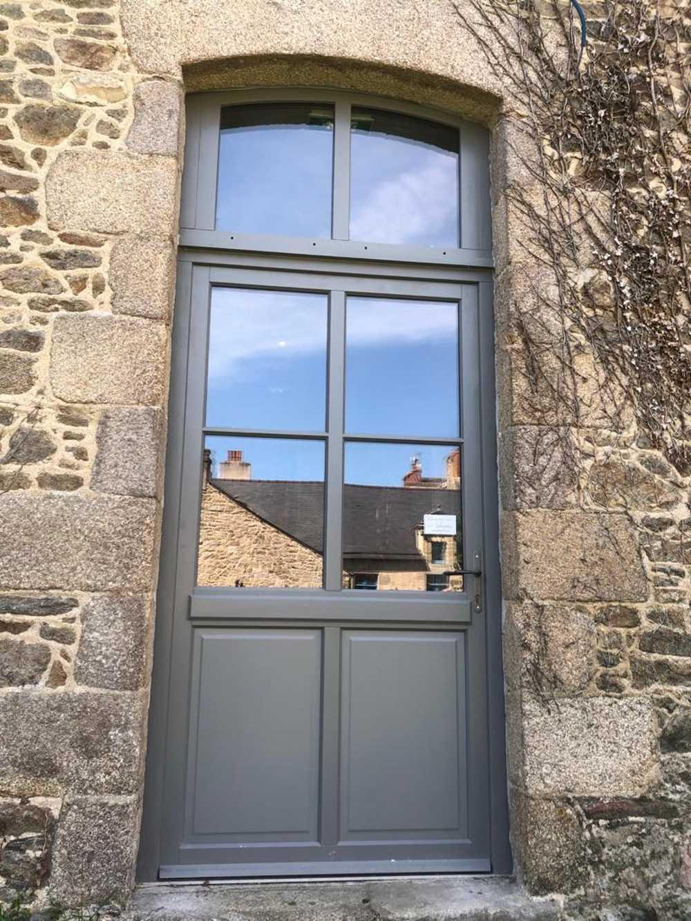 Installation d''une porte d''entrée gris anthracite avec vitrage - Côtes-d''Armor (22) 0