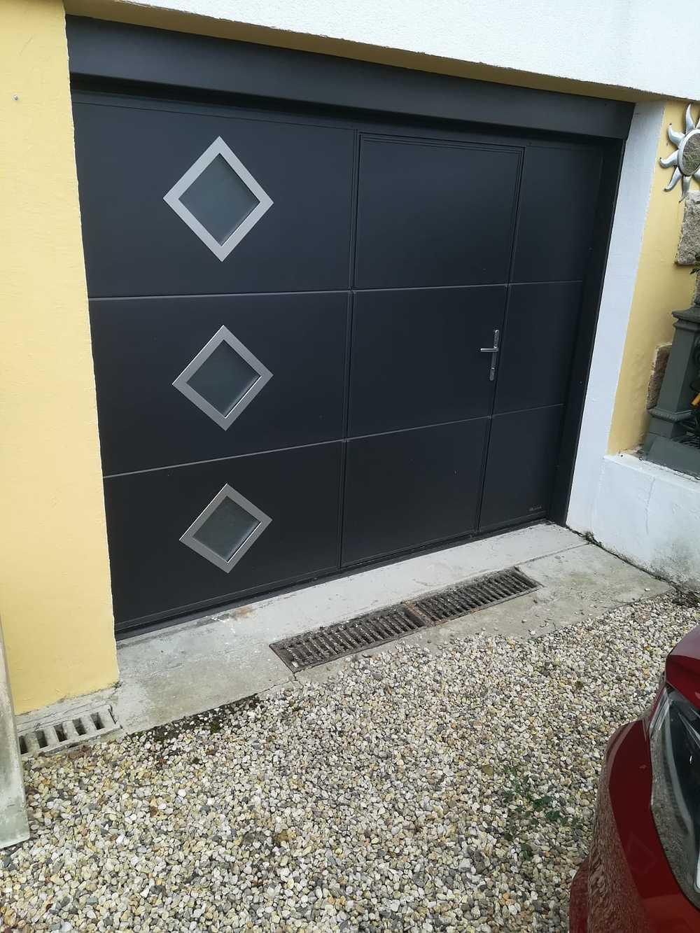 Porte de garage avec portillon piéton 0