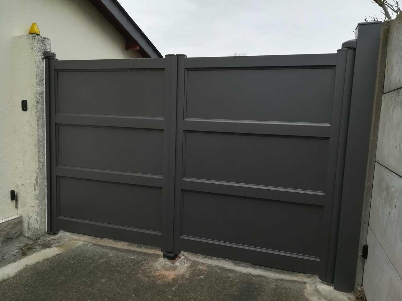 Installation d''un portail battant - portes pleines 0