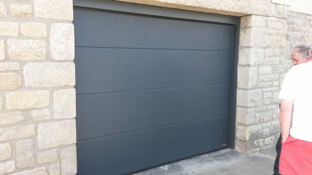 Pose d''une porte de garage gris anthracite motorisée 0