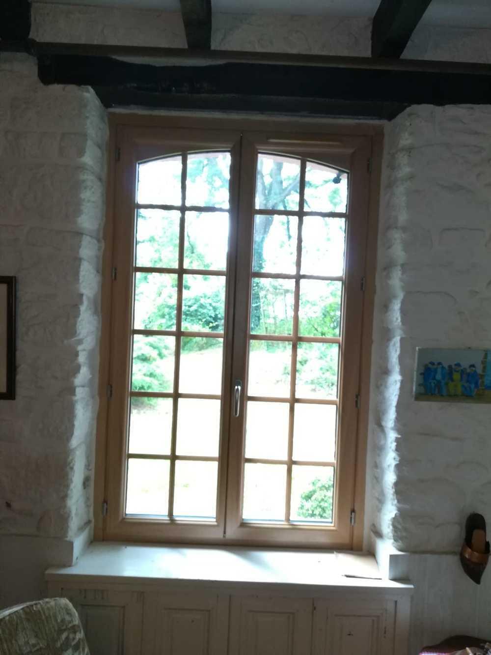Fenêtre bois effet vintage - Côtes d''Armor 0