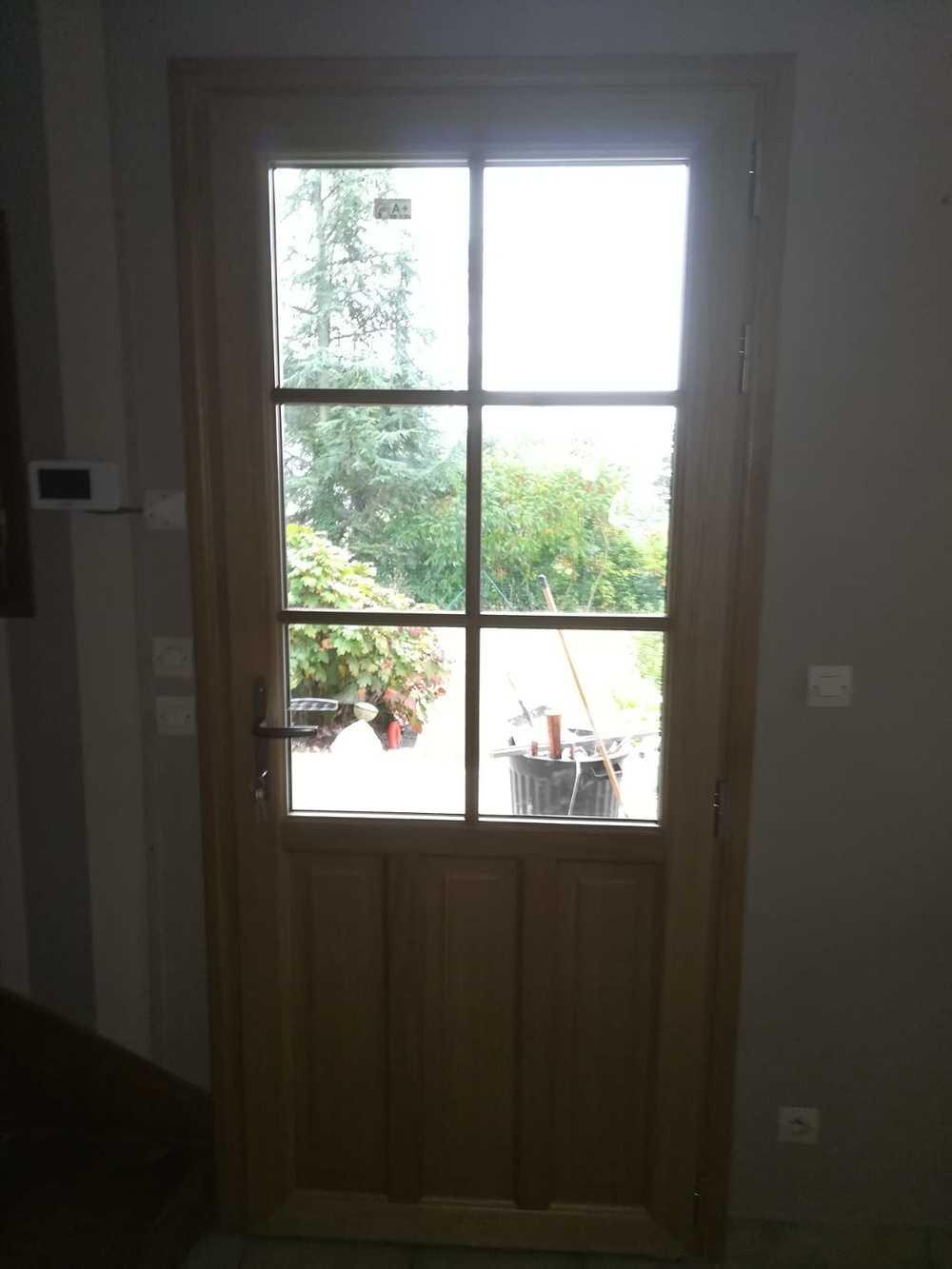 Porte d''entrée classique type fermière- Dinan -aluminium 916a2d0c-f07a-4fe4-b0ad-995b8784c966